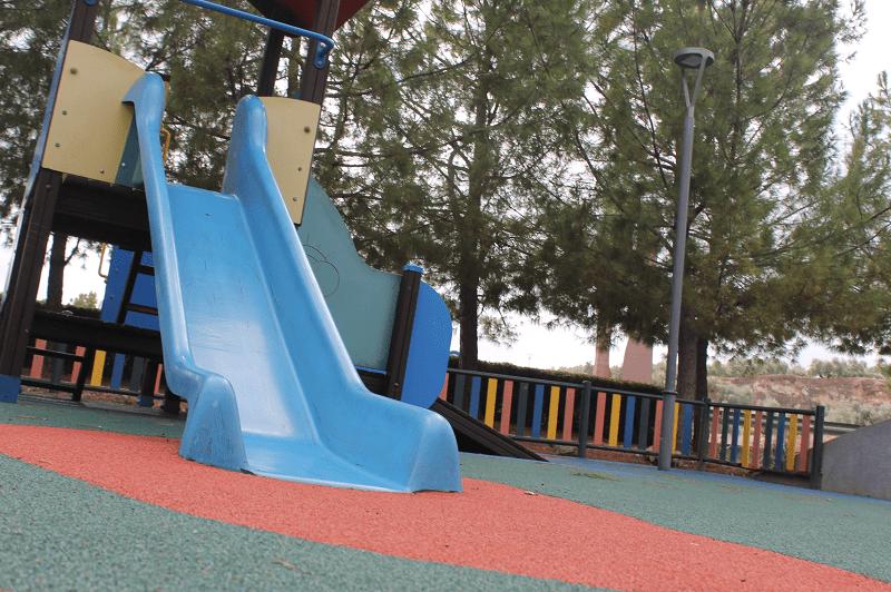 El Ayuntamiento mejora cuatro zonas infantiles 1