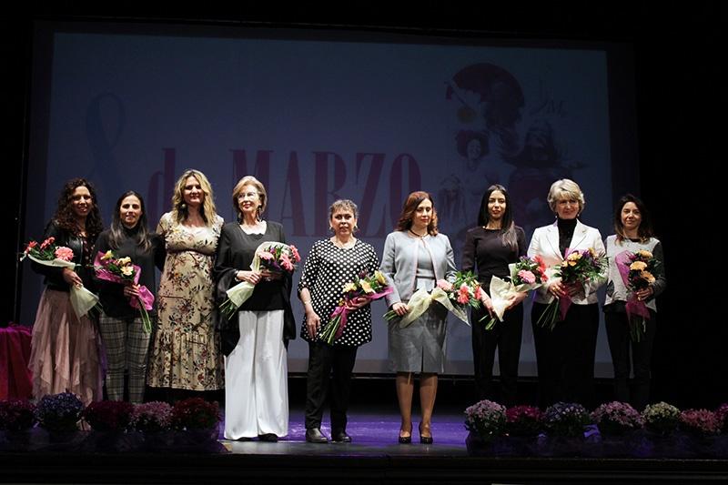 El Ayuntamiento de Lucena homenajea a ocho mujeres durante la conmemoración del 8M