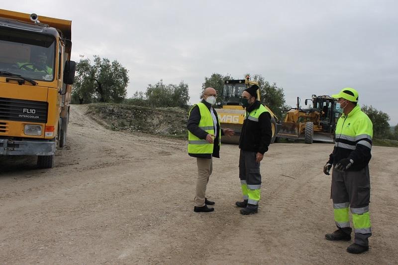 El Ayuntamiento de Lucena empleará 180.000 euros en la mejora y conservación de doce caminos rurales
