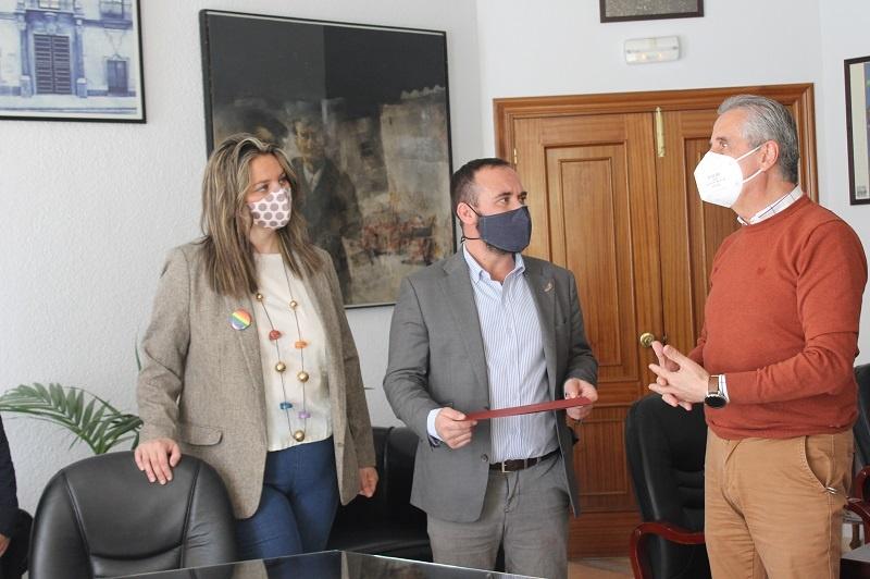 Lucena formaliza su adhesión a la Red de Municipios Orgullosos 1