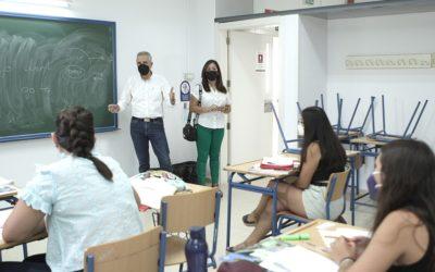 Los cursos intensivos de inglés forman a 60 alumnos para el título de B1 y B2