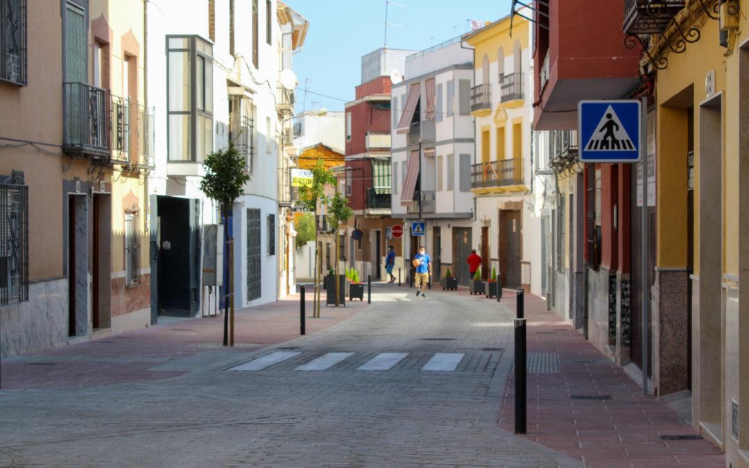 Finaliza la reforma del tramo de la calle Álamos sin coste económico para el Ayuntamiento de Lucena