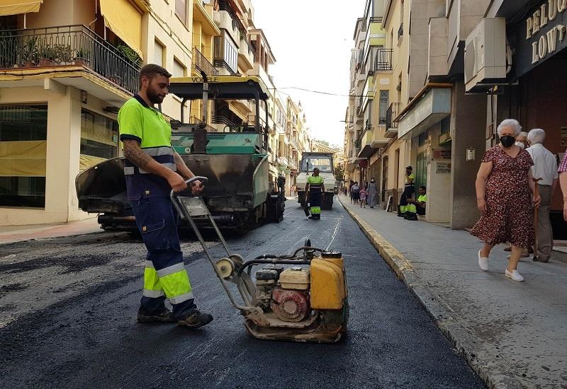 En marcha el Plan Asfalto 2021 en una quincena de calles y plazas de Lucena