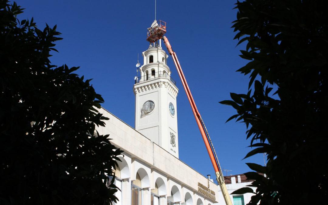 Puesta a punto del reloj de la plaza Nueva de Lucena