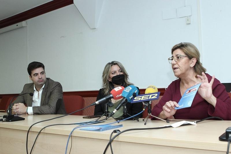 Los concejales Jesús López, Carmen Gallardo y Rosario Valverde presentan la campaña